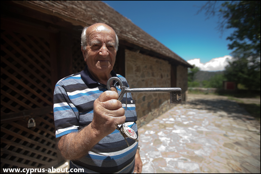 Ключ от церкви Ставрос Агиасмати около деревни Платанистасса, Кипр