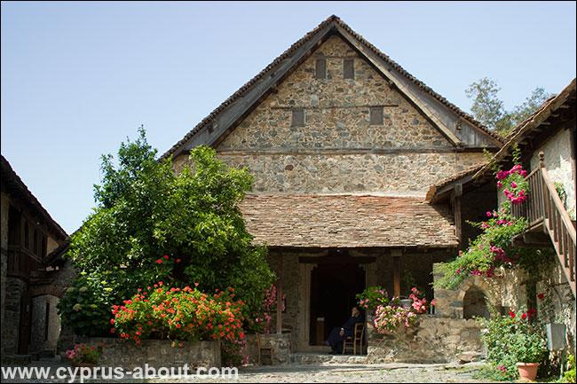 Монастырь Иоанна Лампадистиса в селе Калопанайотис. Кипр